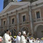 Papa en Ángelus: caminen juntos por camino de la fe y la esperanza